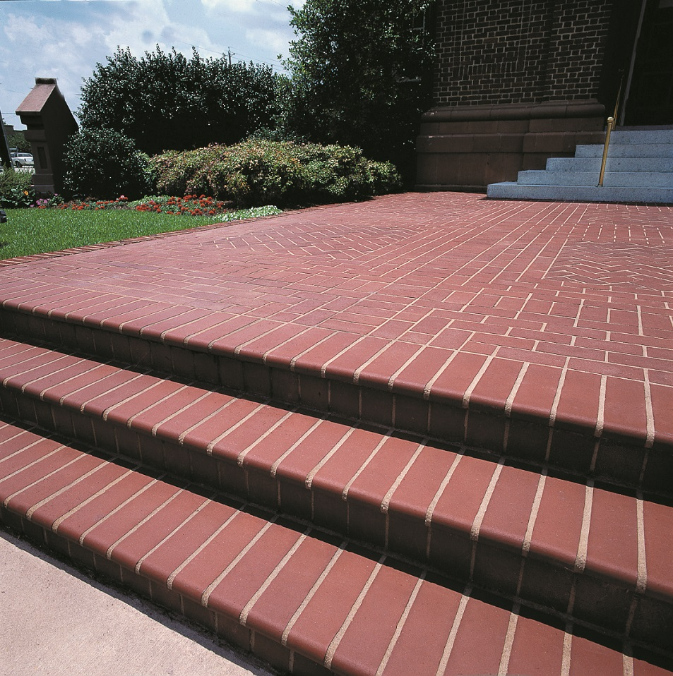 Bullnose Step Tread - 200 Plantation Red Coping